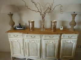 Sideboard, lamps & accessories